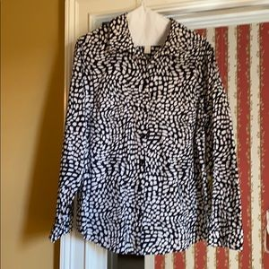 Black and white print no iron Chico's Blouse